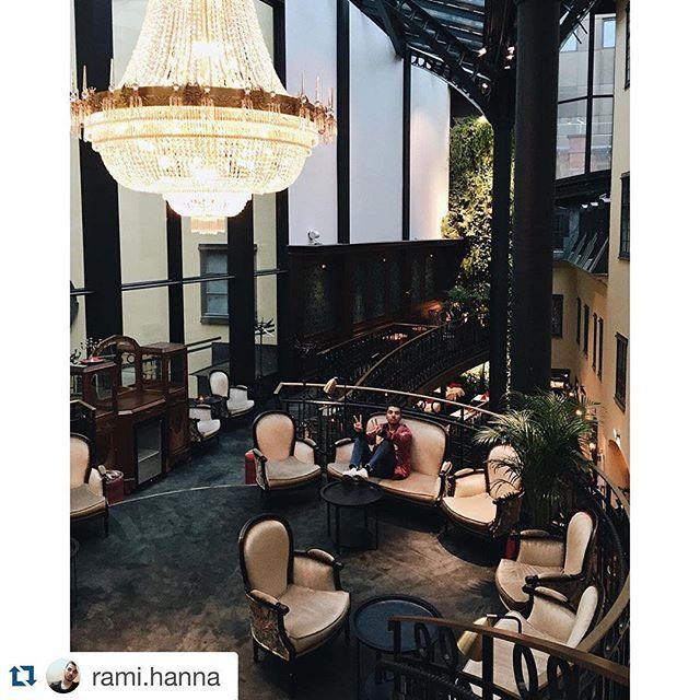 En fantastisk modefotograf är han @rami.hanna ✨✨✨ #hotelkungsträdgården #stockholmfashionweek #designhotel #stockholm #kristallkrona #brasseriemakalös