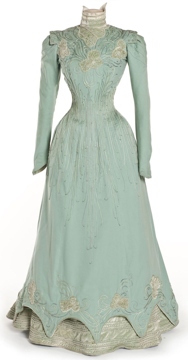 Robe, E. Coguenhem et Cie, Paris, 1898    Drap de laine, velours de soie, broderie d'application de satin