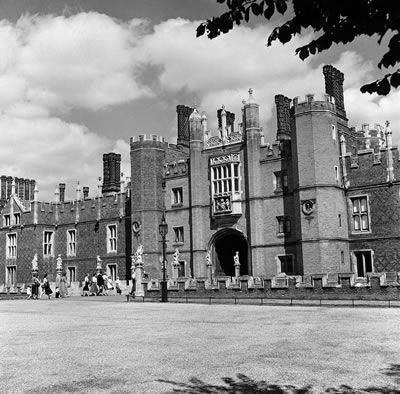 Hampton Court Palace, London Borough of Richmond upon Thames, London, 28th August 1952. #Vintage #Art #Retro #London #LDN #Gift #Print #Photo #Photograph #Wall #Art #Old #BlackandWhite