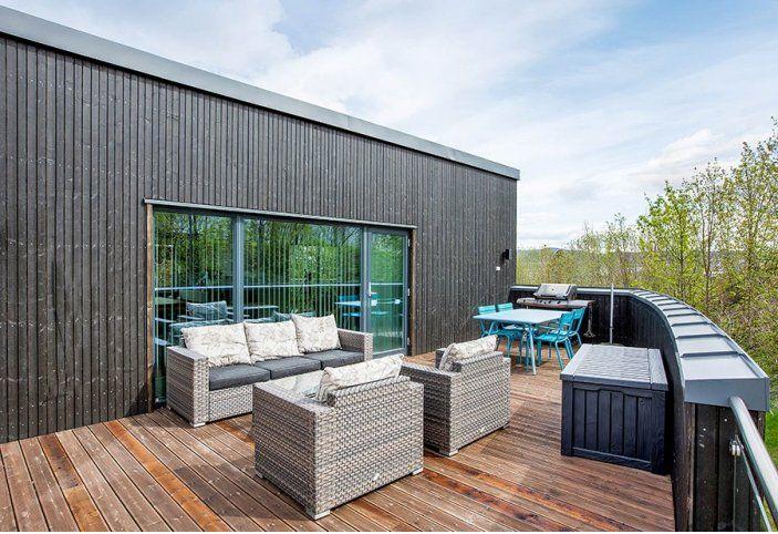 Terrassen over carporten.  Revidert utgave av kataloghuset Ura fra Norgeshus.