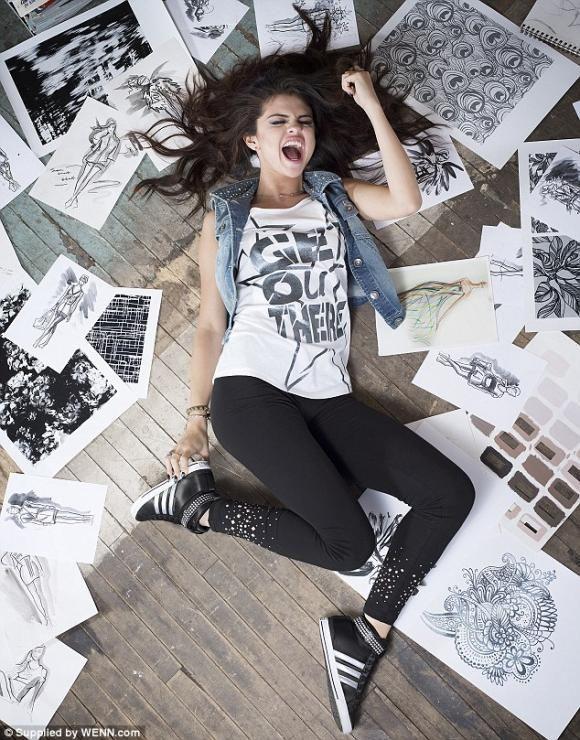 selena gomez selfies | Selena Gomez, en sexy campaña para Adidas FOTOS