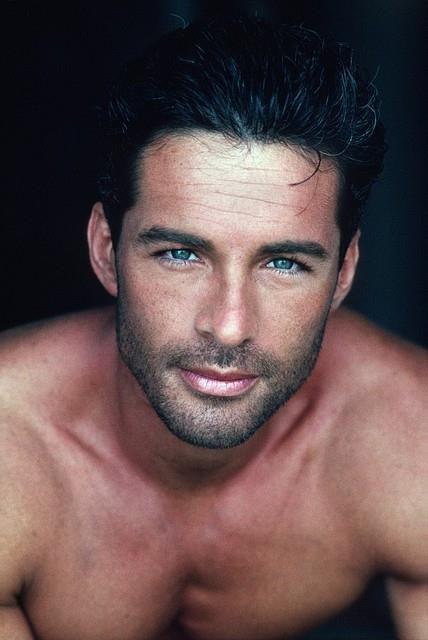 deep blue eyes to float in. Dis my husband. Dis iz nice huzband
