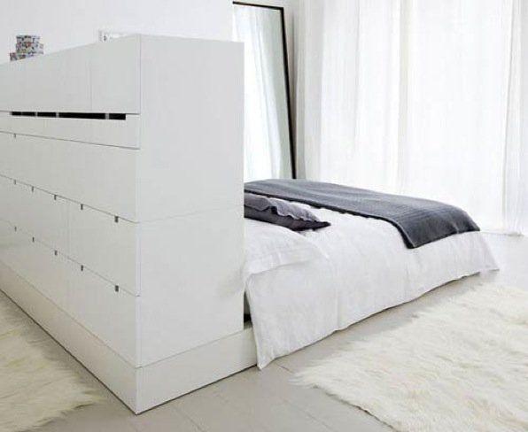 meerdere functies rondom bed, kan dus ook een kastje tegen de achterkant van het hoofdeinde zijn, hoeft niet ingebouwd