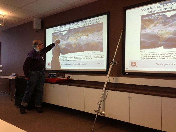 Tirsdag 5. februar var faglærer Gunnar Nilsen med sine geofagelever fra vg2 og vg3 på besøk hos NVE, Norges Vassdrag- og Energidirektorat.