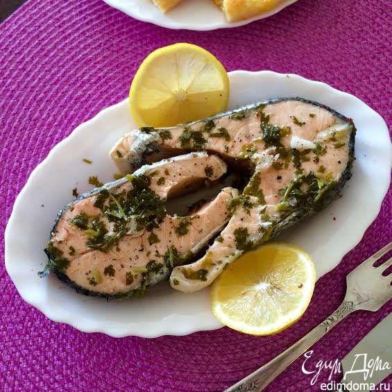 Тевзи киндзмарши (Рыба в маринаде)   Тевзи — это рыба по-грузински, а «киндзмари» — это название маринада, которое состоит из двух слов «киндзи» — это кинза и «дзмари» — это уксус. Традиционно это блюдо готовят из сома, но подойдет любая жирная рыба, например, семга. Для рыбы это не только маринад, но и соус, так как можно подавать рыбу, слегка поливая соусом, а потом макать в него. #едимдома #готовимдома #рецепты #кулинария #домашняяеда #рыба #ужин #вкусно