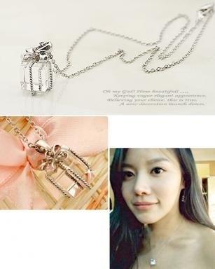 Boxes Pendants, Pendants Elegant, Adorable Crystals, Gift Boxes, Necklaces Fashion, Pendants Necklaces, Chains Necklaces, Crystals Gift, Crystals Bowknot