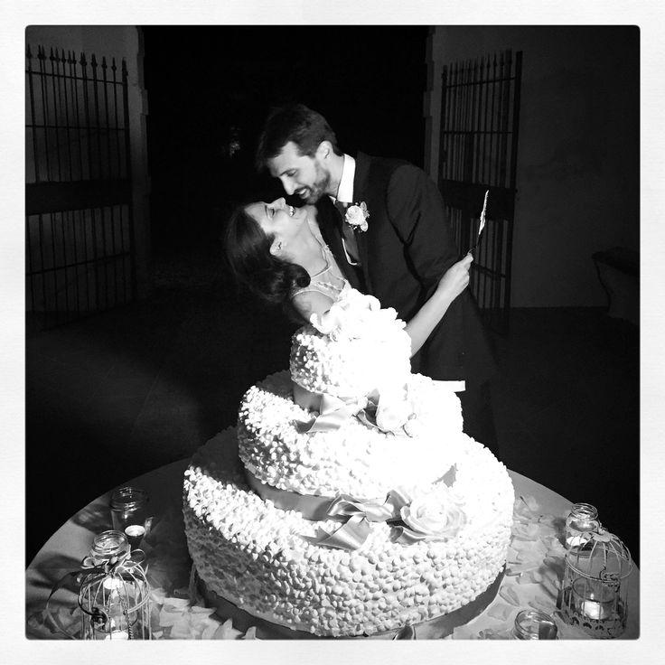 wedding cake torta nuziale a Villa Affaitati meringhe panna crema chantilly e pan di Spagna Sposi bride groom sposa e sposo wedding decoration wedding planner italia www.villaaffaitati.it