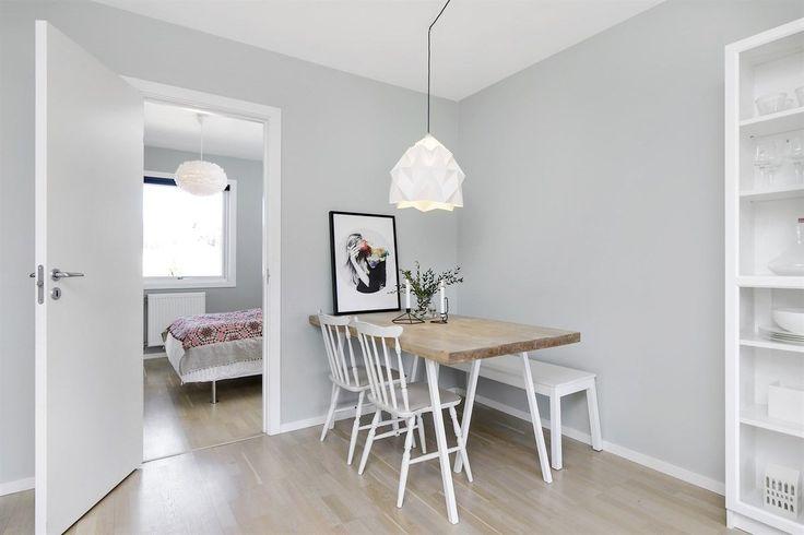(1) FINN – Bjerkedalen - Lys og innbydende 4-roms med romslig, solrik balkong. Lekkert kjøkken og delikat, flislagt bad. Parkering.