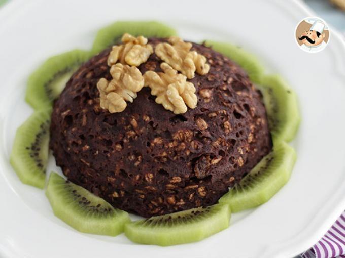 Bowl cake chocolat - sans lactose, Recette Ptitchef.   1 banane bien mûre 1 œuf 3 c. à soupe de lait d'amande 2 c. à café de sucre roux 2 c. à café de cacao 1 c. à café de levure 40 gr de muesli  Pour la déco : Kiwi Noix