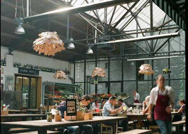 Restaurace, která vznikla v prostoru bývalého pneuservisu na pražském Smíchově #ASB portal #restaurant