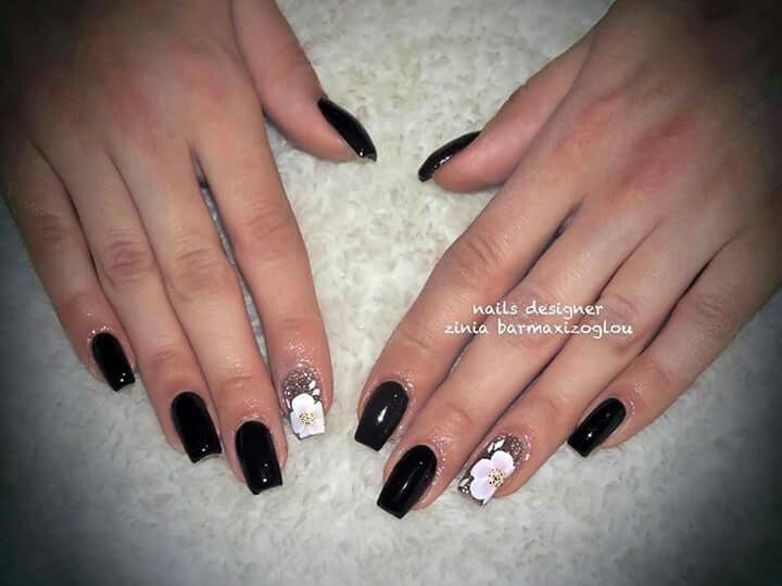 Black nails with one stroke