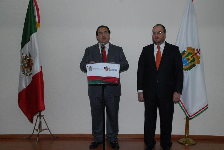El Gobernador de Veracruz, Javier Duarte de Ochoa, tomó protesta a Jorge Fernando Ramírez como nuevo Subsecretario de Ingresos de la Secretaria de Finanzas y Planeación (Sefiplan), donde aseguró que el Gobierno de Veracruz se renueva permanentemente para servir mejor a los ciudadanos.