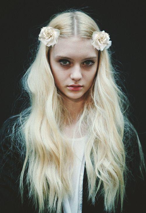 hair: Hair Flowers, Blondes Hair, Platinum Blondes, Flowers Children, Paco Rabanne, Long Hair, Pastel Pink, Flowers Girls, Flowers Hair