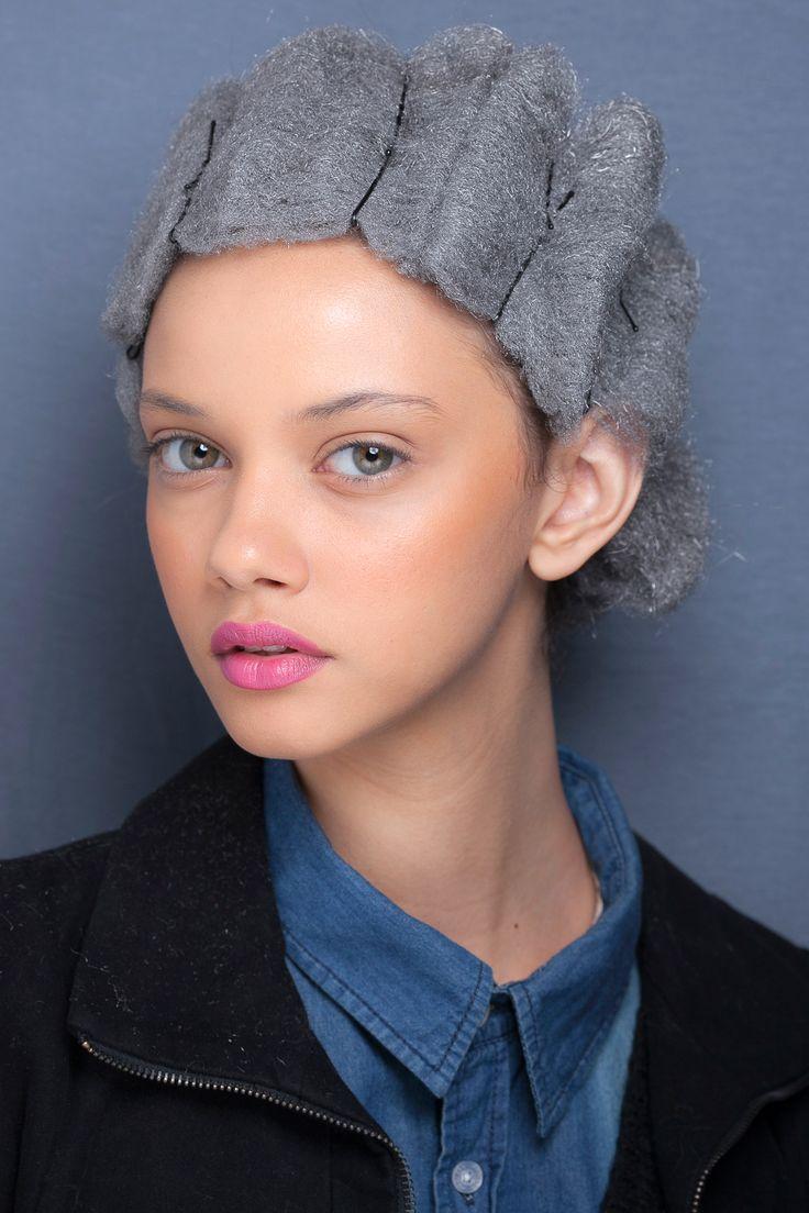 最近素敵なモデルの存在を知りました。ヽ(*'-^*)  ブラジル人モデルの Marina Nery です。   褐色肌にブルーの様なグリーンの様な瞳。   大きな瞳が印象的です。   白人の様にも黒人のようにも見えます。   とてもエキゾチックでミステリアスな雰囲気。    吸い...