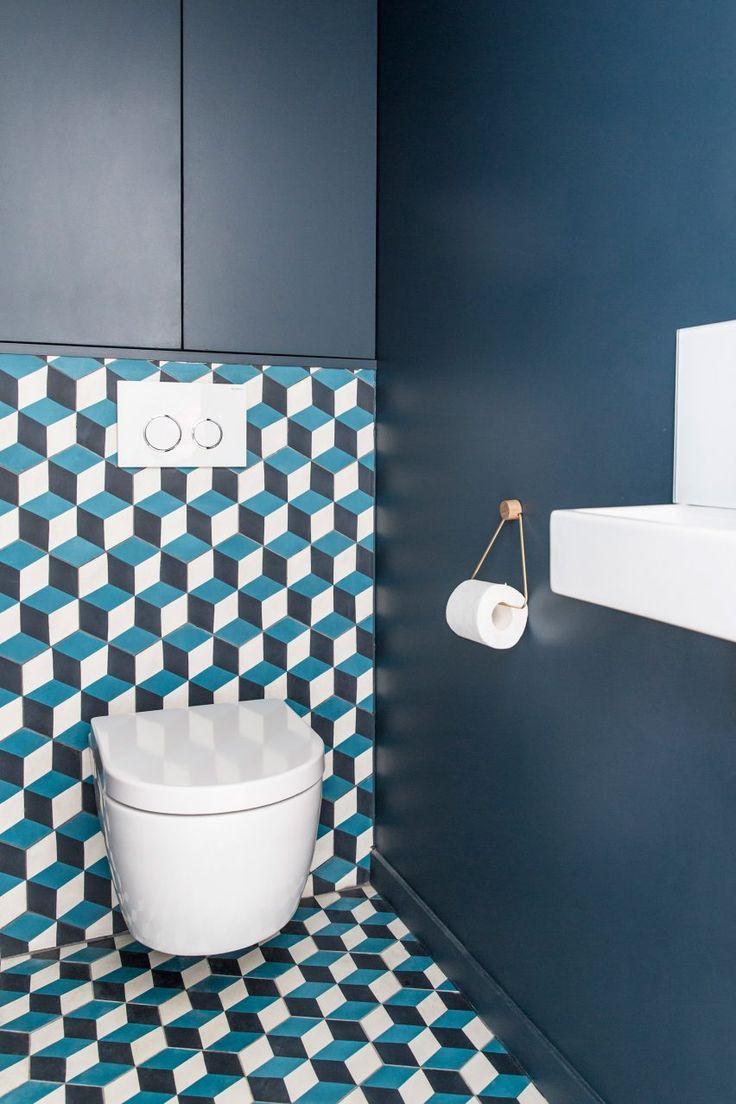 Bathroom tiles blue colour - Anne Laure Dubois Uses Dark Blue Tiles And Poplar Plywood To Update Paris Apartment