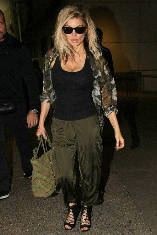 2/21 ファーギー Fergie クールなアーミールックで空港に到着 - 海外セレブ私服ファッション