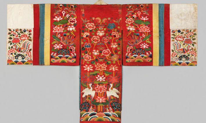Bridal robe, 1900–2000. Korea, Joseon dynasty (1392–1910). Embroidery on silk. Courtesy of National Museum of Korea, Gift of Lee Hong-ku