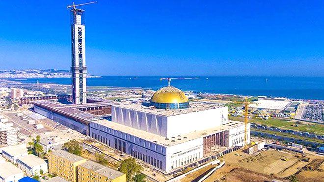افتتاح جامع الجزائر ثالث أكبر مسجد في العالم تقام أول صلاة جماعية اليوم الأربعاء لافتتاح جامع الجزائر الجزائر مساجد Www A Paris Skyline Cn Tower Architect