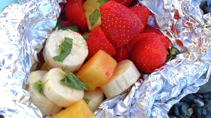 Grilldessert (jordbær, banan og ananas i folie)  En enklere og bedre dessert finnes nesten ikke etter et realt grillmåltid.  http://www.matprat.no/oppskrifter/kos/grilldessert-jordbar-banan-og-ananas-i-folie/   FOLLOW me on Facebook, I am always posting AWESOME stuff!: https://www.facebook.com/gulkri  Join my  support group for more recipes, motivation, encouragement and more! https://www.facebook.com/groups/happystep  Follow my Pinterest Boards: http://www.pinterest.com/gunnkari/