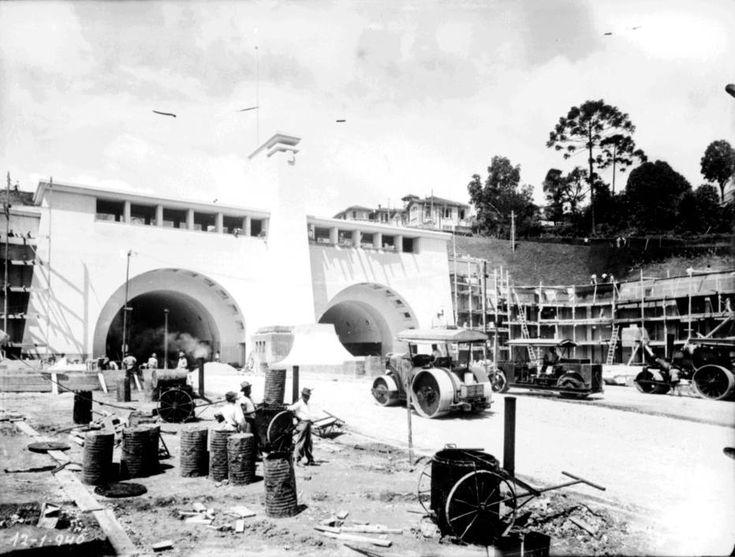 Construção de um dos marcos da história do urbanismo em São Paulo, o túnel 9 de Julho  Foto: Acervo/Estadão