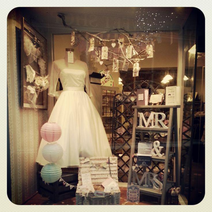 Fifties weddinspiration kd eustaquio hubbard 39 s cupboard for How to display a wedding dress