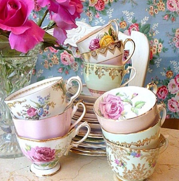 My mum bought these tea sets for me when I moved out from the house, I love them because they have my favourite rose on it. #PiagetRose