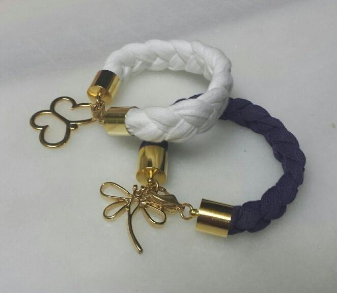 pulseras blanca y morada