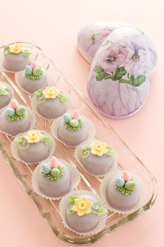Small Easter Petit fours