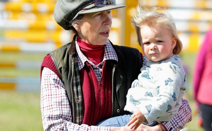 Prinses Anne smelt voor kleindochter Mia, wij ook trouwens >> http://www.beaumonde.nl/royalty/royal-kids-royalty/prinses-anne-smelt-voor-mia/?utm_content=buffer68e12&utm_medium=social&utm_source=pinterest.com&utm_campaign=buffer #royalty