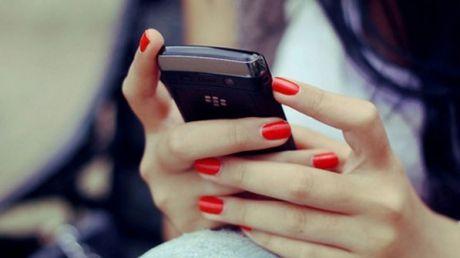 """INVENŢIE TERIBILĂ pentru a obține un telefon nou. Fata """"terorizată"""" de """"Jocul morţii"""" a înscenat totul. Care este MOTIVUL"""