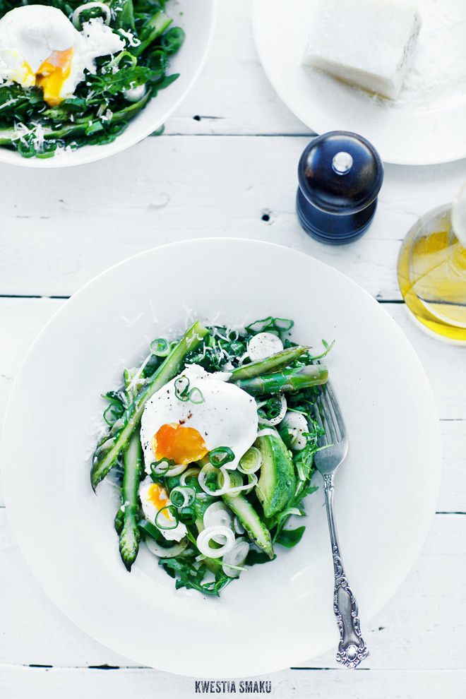 Sałatka ze Szparagami {Salad with Asparagus, Avocado and Poached-Egg, with grated Pecorino and Arugula}