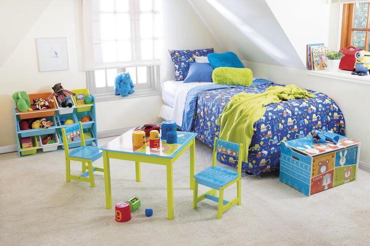 El set está conformado por una mesa y dos sillas con entretenidos motivos de animales y llamativos colores y diseños que harán que el espacio de los más pequeños sea lúdico, alegre y un gran incentivo para su creatividad.     #Escritorio #iInfantil #Homecenter #Sodimac Toddler Bed, Kids Rugs, Room, Furniture, Home Decor, Encouragement, Modern Bedroom Decor, Moana Invitations, Table And Chairs