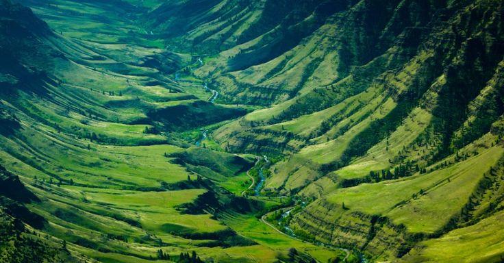 O rio Imnaha, que recebe o nome de um líder nativo-americano, fica em Oregon, nos Estados Unidos. Ele flui ao longo de uma falha geológica em um vale fértil no caminho para o rio Snake, na fronteira entre Oregon e Idaho