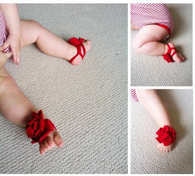 omg, this is just too cute.  Someone with a baby please make this for your child, because I don't have any current plans on being a mommy lol.  DIY fre pattern for barefoot baby sandals