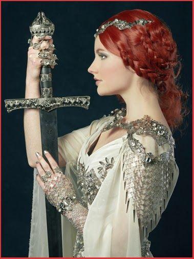 Séance Photos Excalibur médiéval épée femme armure Woman Dress Armour Medieval Sword Photoshooting