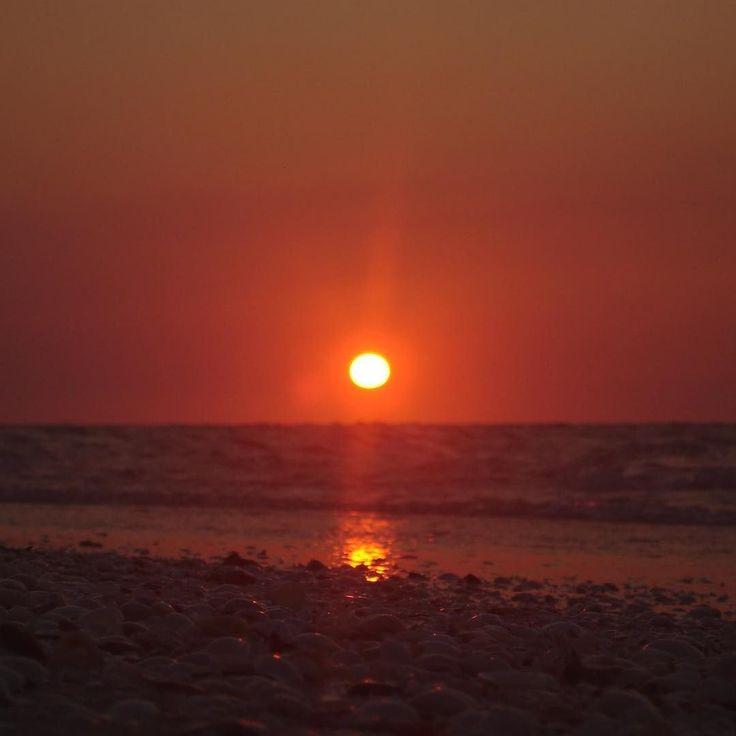 Sunset in Chelem Yucatán #naturegram #naturelovers #natureshots #natureporn #naturephotography #landscape #landscapes #landscape_lovers #landscapephotography #nature #chelem #yucatan #travel #orange #mothernature #bestoftheday #instagood #instadaily #beautiful #beach #sky #sunset #afternoon #igyucatan #allmexico365 #sea #sand #shells #sun