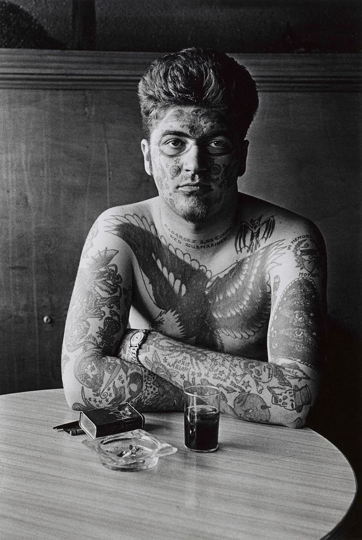 How to see without a camera          | by  Diane Arbus       Jack Dracula at a bar, New...