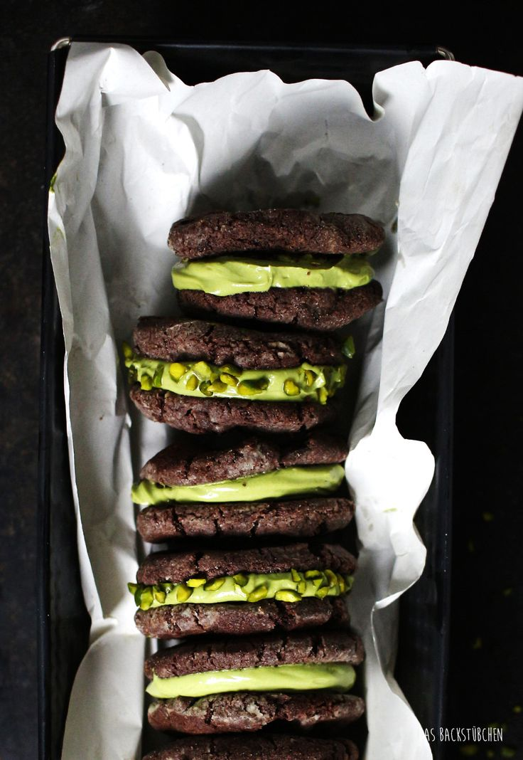 MATCHA GREEN TEA CREAM CHEESE-FILLED CHOCOLATE COOKIE with CRUSHED PISTACHIOS [dasbackstuebchen]