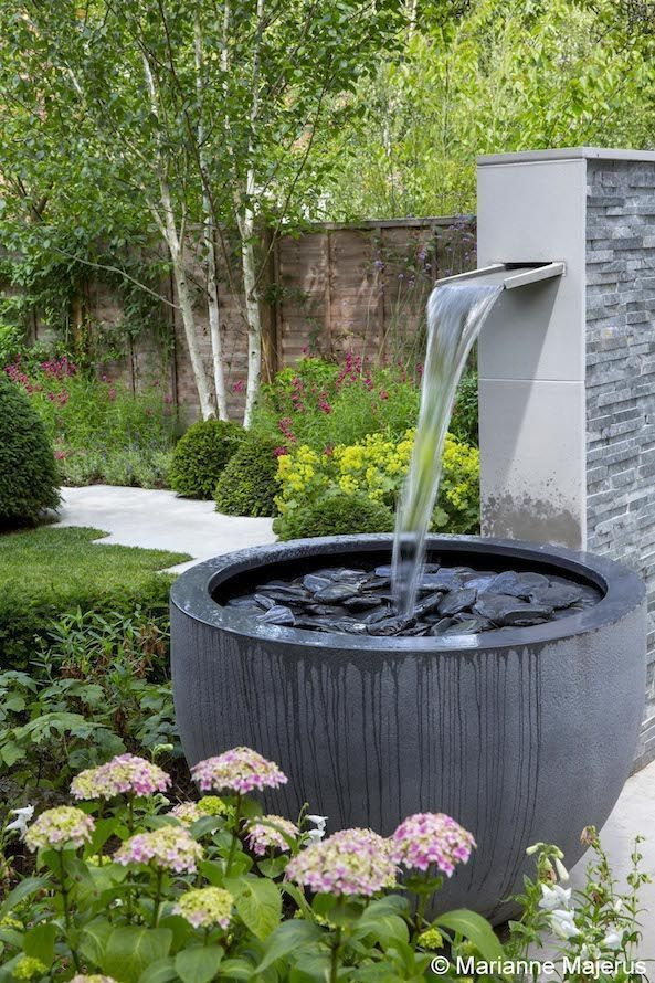 I Love The Simplicity Of This Design Gardenfountainsmodern Garden Water Fountains Backyard Water Feature Water Features In The Garden