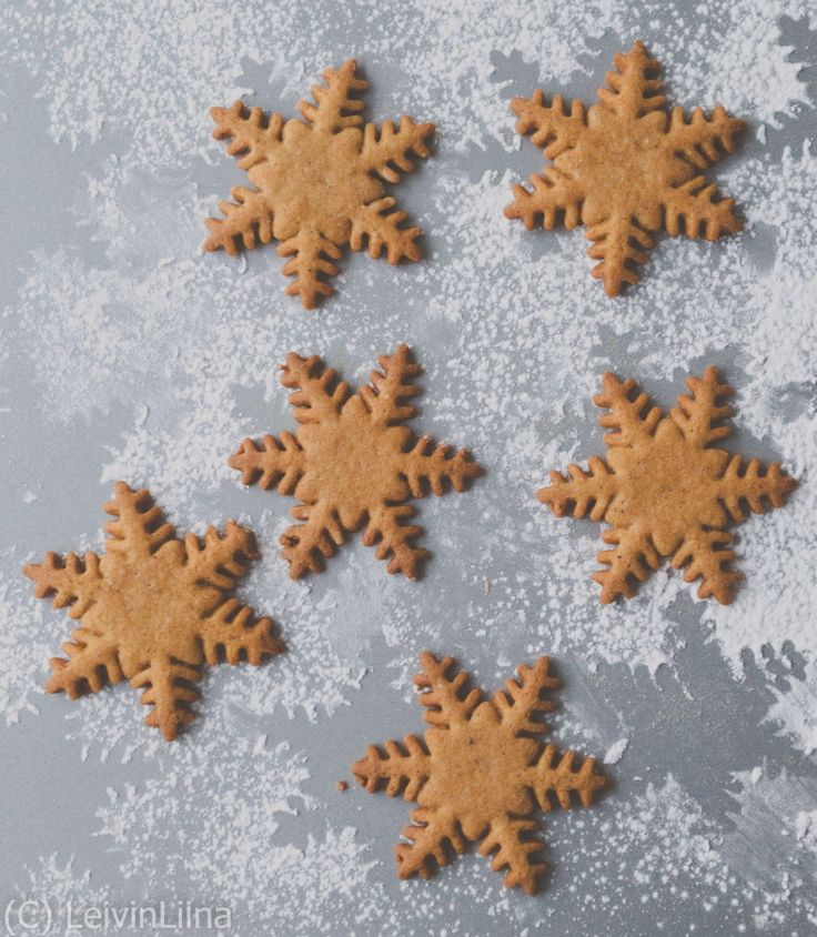 LeivinLiina: Lumihiutale-piparit / Snowflake Gingerbread Cookies