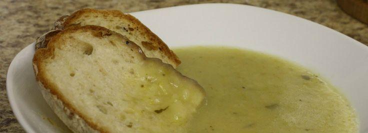 Snelle eenvoudig recept om prei aardappel soep met de soepmaker te maken. Voedzaam en supergezond. Er kan wat rijst of vermicelli aan toe worden gevoegd om de soep wat meer body te geven. Ook met e…