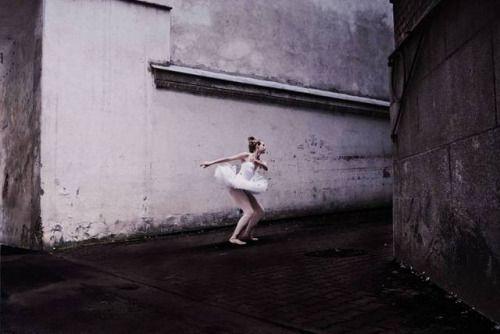 Scene from Pillow #pillow #dom #ballet dancer...  Scene from Pillow #pillow #dom #ballet dancer #darkness #thursdaymood #Wroclaw http://ift.tt/2ojMecM
