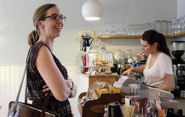 Frau Larsson · Kaffee, Kuchen, Köttbullar - Frau Larsson