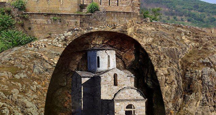 أول صور ثلاثية الأبعاد لمبنى غامض تحت الأرض في القوقاز