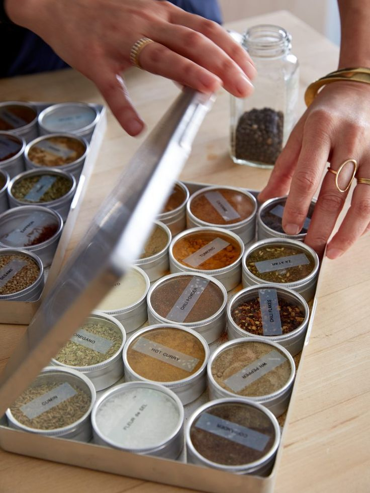 Spice storage idea for compact kitchens: tin boxes with glass tops                                                                                                                                                                                 Plus