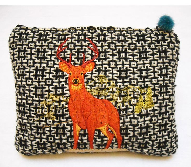 Las vegas in handwoven fabric. Platino ecrù+black 100% wool. Embroidery orange + Lapin pon pon details.