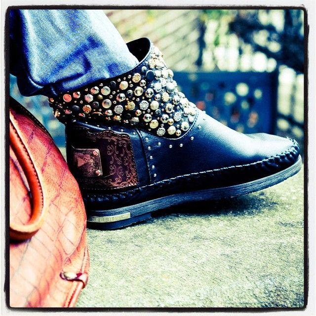 Karma of Charme модель BIG BANG черный-13125₽ (с учетом скидки 25%) #karmaofcharme #shoes #обувь #сапоги #стиль #fashion #trend #Italy #boots #new #купить #сапожки #volgograd #krasnodar #star #shop #shopping #vogue #шоппинг #тренд  #новое #тенденции #россия #look #dress  #russia #vintage #handmade #ростов #karmaofcharmeроссия