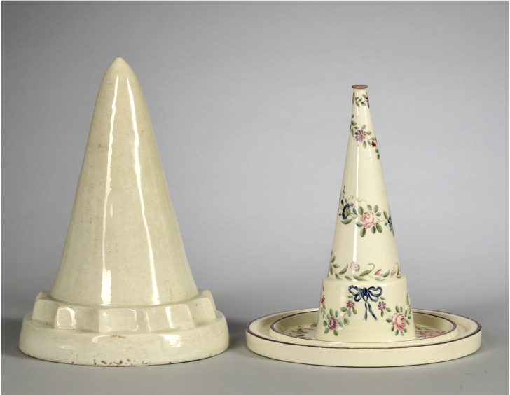 Wedgewood jelly mould (L) and Cores (r)