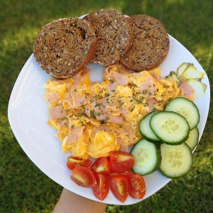"""572 kedvelés, 3 hozzászólás – Kolly (@kolly_workout) Instagram-hozzászólása: """"Rántotta 2 tojásból 100gcsirkemell sonkával 10g kókuszzsíron sütve , 100g Aldis szènhidrát…"""""""