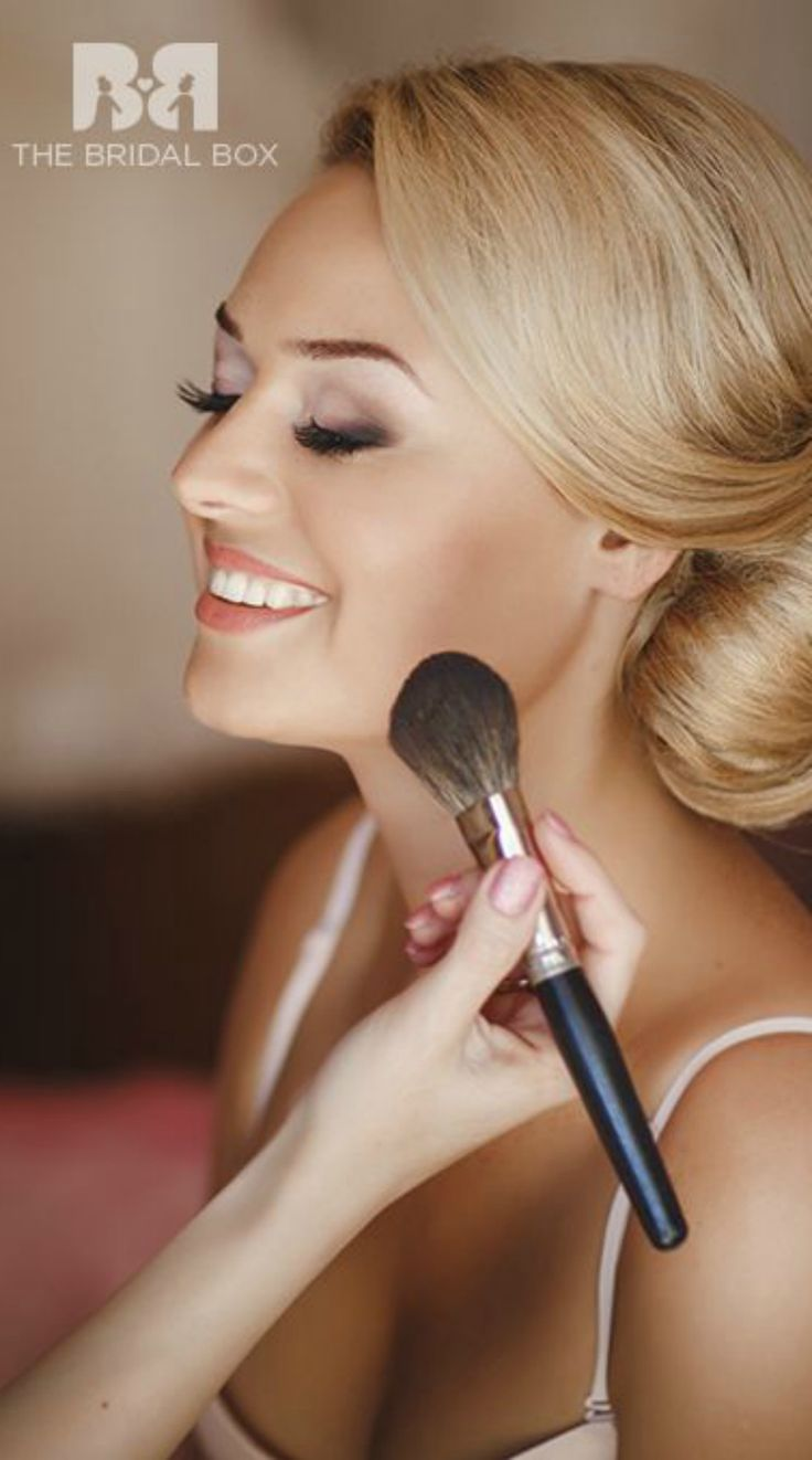 These bridal makeup videos will give you tips to nail that Indian bridal look through the use of 12 makeup components, and the result you will see is stunning! Check out the following video to find out how to apply wedding makeup.